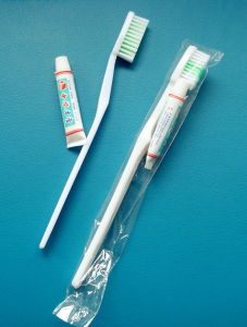 Hotel Toothbrush and Toothpaste Suit Ghb01 pictures & photos