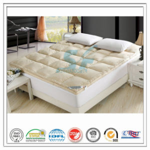 Apricot Warm Double Layers Goose Down Feather Mattress Topper for Hotel Home pictures & photos