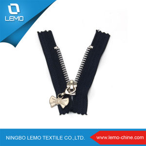 Fashionable Cheap Metal Zipper for Sale pictures & photos