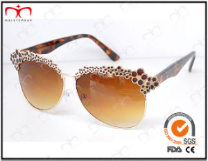 Fashionable Hot Selling UV400 Protection Metal Decoration Sunglasses (KM15028) pictures & photos