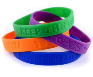 Promo Silicone Bracelet with Embossed Logo pictures & photos