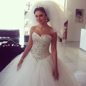 Luxury Crystal Bridal Ball Gown Strapless Silver Beading Tulle Puffy Wedding Dress G1799 pictures & photos