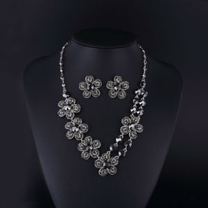 2016 Fashion Hemitate Czech Rhinestone Rose Flower Necklace pictures & photos