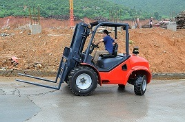 2.5ton Rough Terrain Forklift with CE Certificate pictures & photos
