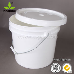 13 L Heavy Duty Plastic Paint Bucket with Handle Lid for Sale pictures & photos
