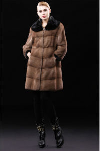 Russian Design Womens Winter Real Raccoon Fur Coat pictures & photos