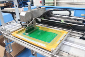 New Type 2colors Apparel Label Automatic Screen Printing Machine pictures & photos