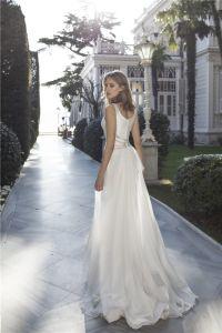 V-Neck Bridal Gowns Chiffon Train Mermaid Country Beach Wedding Dress Lb1824 pictures & photos