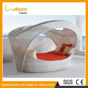 Modern Indoor/Outdoor Single Bench Rattan Wicker Egg Shaped Sofa Lounger Chair Home Daybed Leisure Garden Hotel Furniture pictures & photos