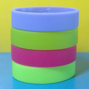 Custom 20mm Solid Color Blank Silicone Wristband pictures & photos