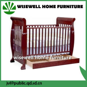 High Quanlity Pine Wood New Born Baby Bed pictures & photos
