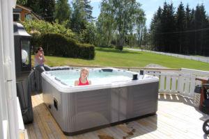 Acrylic Outdoor Hot Tub Massage Bathtub (JCS-16) pictures & photos