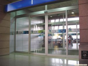 Inter-Lock Function Automatic Operation Sliding Door pictures & photos