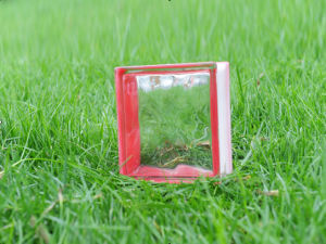 Beautiful Red Side-Coloured Cloudy Glass Brick pictures & photos