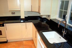 Black Granite Stone Vanity Top/Countertops for Kitchen or Bathroom pictures & photos