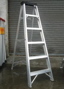 Aluminum Folding Step Ladder with Plastic Tool Topper pictures & photos