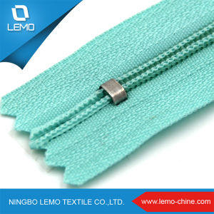 High Quality Nylon Zippers with Reversible Slider for Jacket pictures & photos