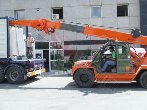The Hot Selling 10t Crane for Marble Slab Unloading The Container with Ce pictures & photos