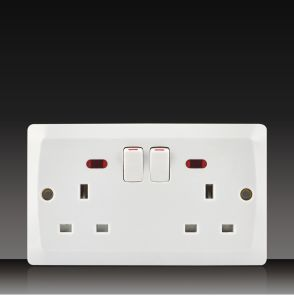 13A Wall Socket with 2 Gang Switch (BK17) pictures & photos