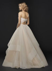 Low Keyhole Back Spaghetti Strap and Cascading Tulle Skirt with Horsehair Trim Wedding Dress pictures & photos