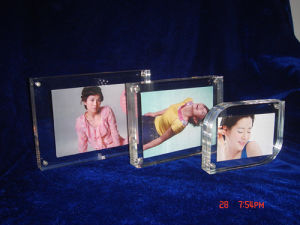 Customize Wholesale New Clear 4X6 Acrylic Picture Transparent Magnetic Clear Photo Frame pictures & photos