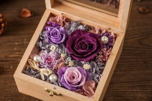 Ivenran Wooden Gift Box Preserved Fresh Flower for Creative Gift pictures & photos