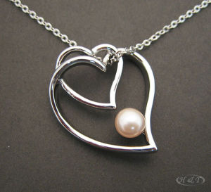 Pearl with Hearts Necklace P1591 pictures & photos