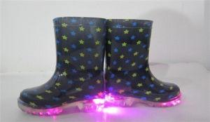 2015 Fashionable Kids′ LED Light PVC Rain Boot pictures & photos