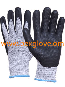 Nitrile Coating, Micro-Foam Finish, Cut Resistance, Dots on Palm Work Glove pictures & photos