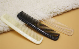 Hotel Amenities Comb 3 OEM Plastic Comb Amenities Factory pictures & photos