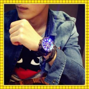 Paypal Accept Guangzhou Fashion Man Watch Digital Watch pictures & photos