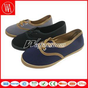 New Style Plain Flat Man/Women′s Canvas Casual Shoes pictures & photos