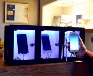 Desktop Chargers Offers 3 Charging Lockers with Light pictures & photos