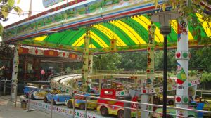 Kids′ Favorite Outdoor Playground Equipment- Mini-Shuttle Cars pictures & photos