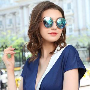 China Manufacturer New Model Fashion Polarized Sunglasses pictures & photos