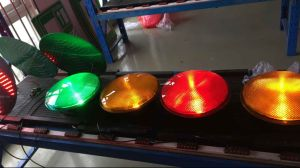 En12368 Certificated 200/300/400mm Full Ball LED Traffic Light / Semaphore Light pictures & photos