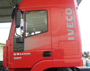 Genlyon M100 Flat-Roof 380HP Tractor Head pictures & photos
