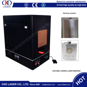 Small Enclosed Housing Fiber Laser Marking Machine for Metal pictures & photos