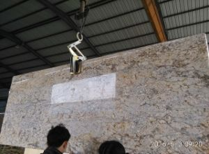 Chinese Granite Slab Golden Crystal / Diamond Flower Tiles Worktop Wall Cladding pictures & photos