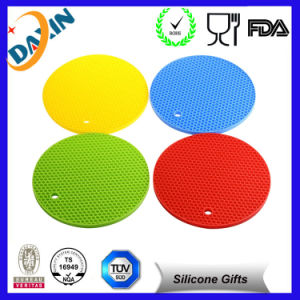 Promotional Silicone Cup Mat Custom Tea Cup Coaster Tableware Insulation Pad pictures & photos