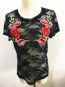 Fashion Garment Round Neck Short Sleeve Lady Embroidery Tops pictures & photos