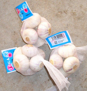 Mesh Packing Normal White Garlic (5.0CM UP) pictures & photos