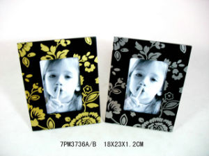 High Standard Hand-Carved Wooden Photo Frame pictures & photos