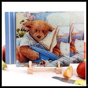 Houseware Tempered Glass Chopping Board with Bear Pattern pictures & photos