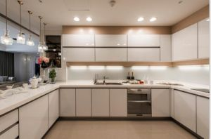New Design High Glossy Kitchen Furniture Yb1707028 pictures & photos