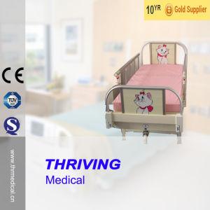 Thr-CB001 Single Crank Manual Medical Children Bed pictures & photos