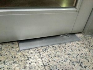 Install The Glass Door Use Floor Spring pictures & photos