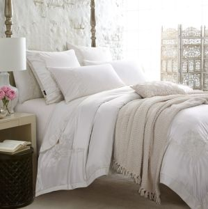 Premium Luxury 100% Cotton White Embroidery Hotel/Home Bedding Sets pictures & photos
