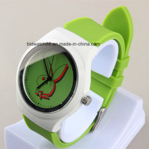 Cheap Plastic Childrens′ Wrist Watch with Client′s Logo Promotional Kids Watch pictures & photos