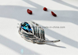 Elegant Feather Crystal Brooch Tree Leaf Jewelry Brooch (TB-015 peacock Leaf shape) pictures & photos